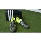 รองเท้าฟุตบอล adidas เล่นหญ้าเทียม
