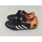 รองเท้าฟุตบอลร้อยปุ่ม adidas
